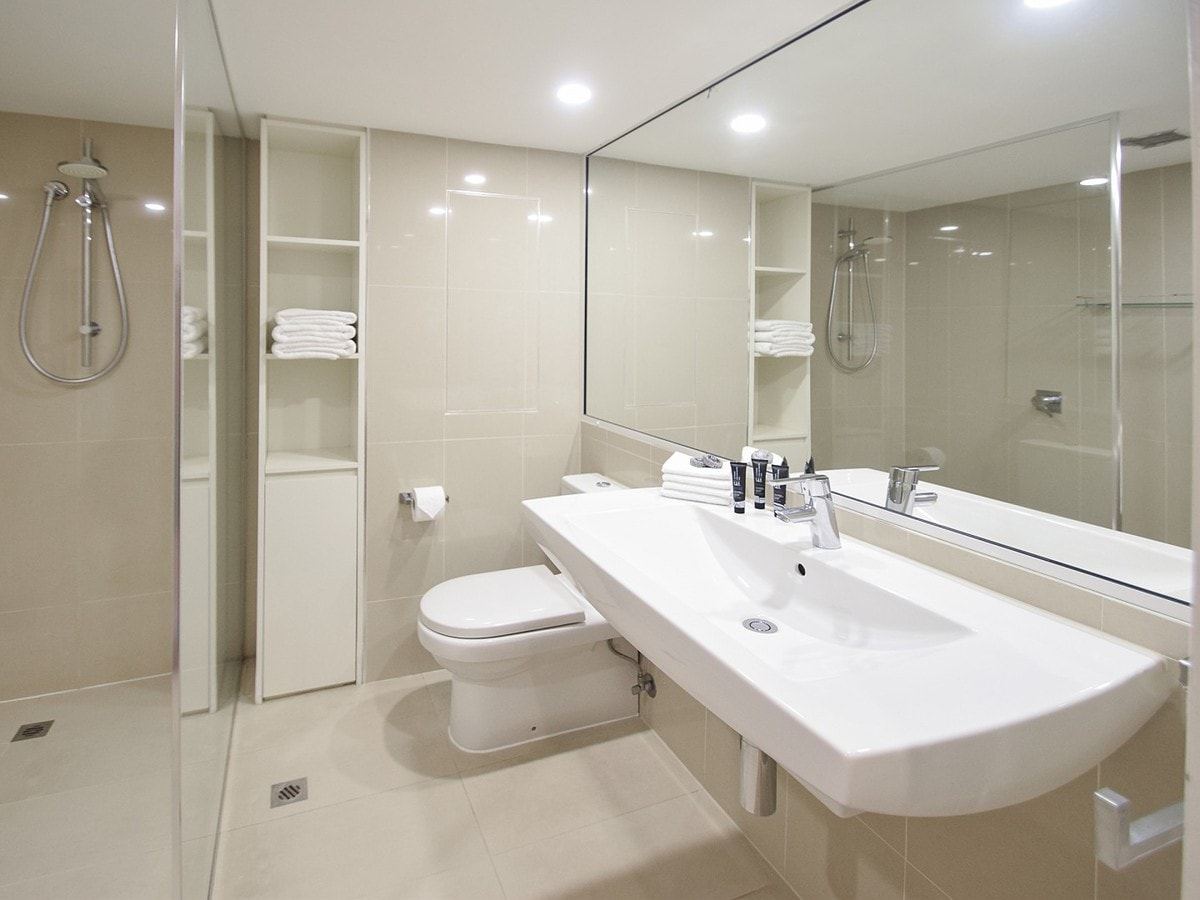 Fairshore Noosa 21 - Bathroom