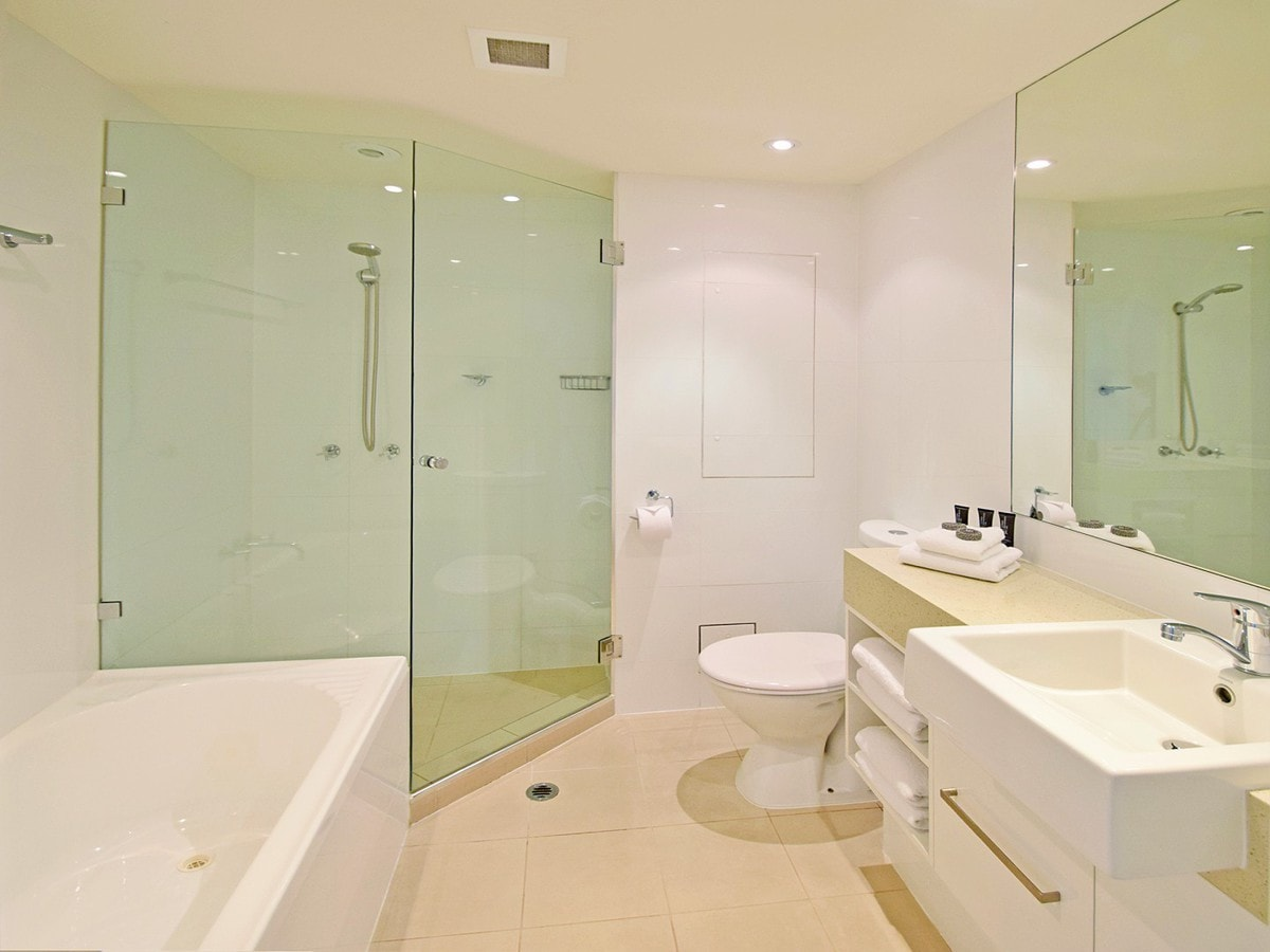Fairshore Noosa 31 - Bathroom
