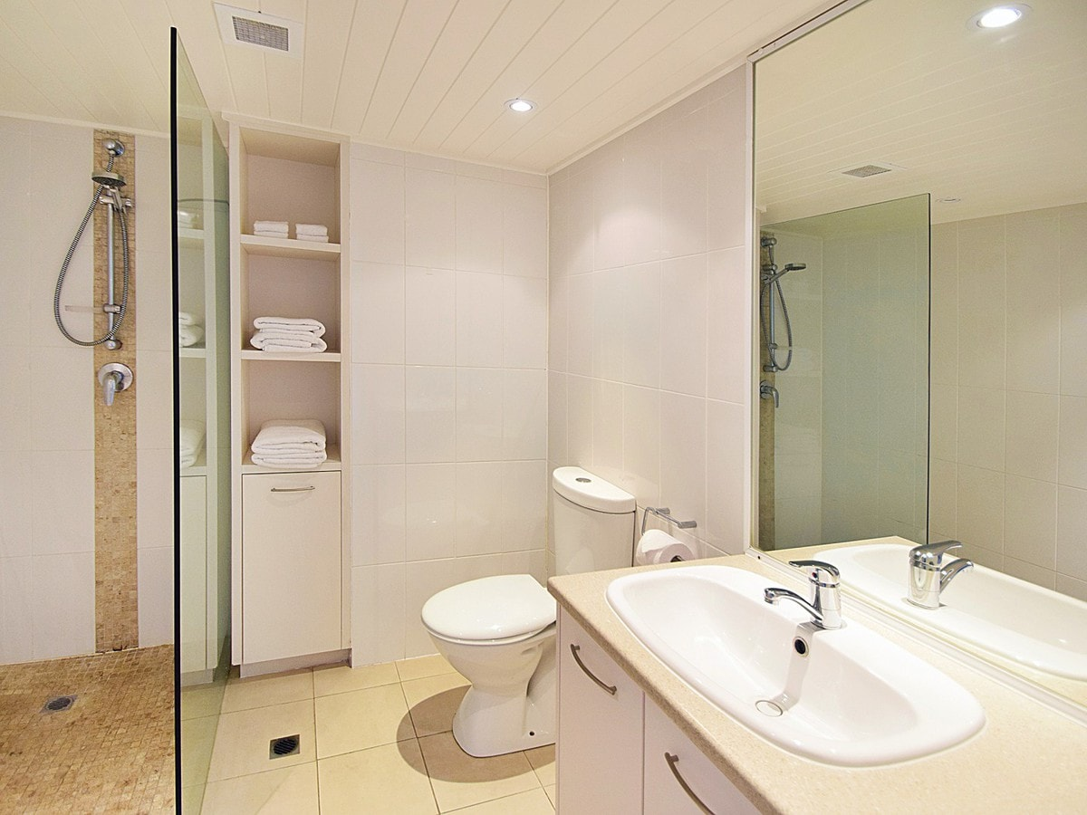Fairshore Noosa 32 - Bathroom