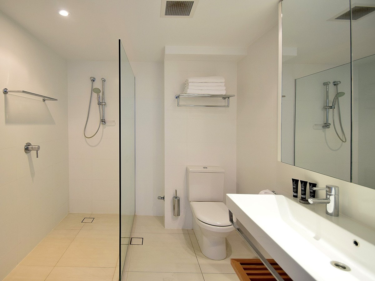 Fairshore Noosa 36 - Bathroom