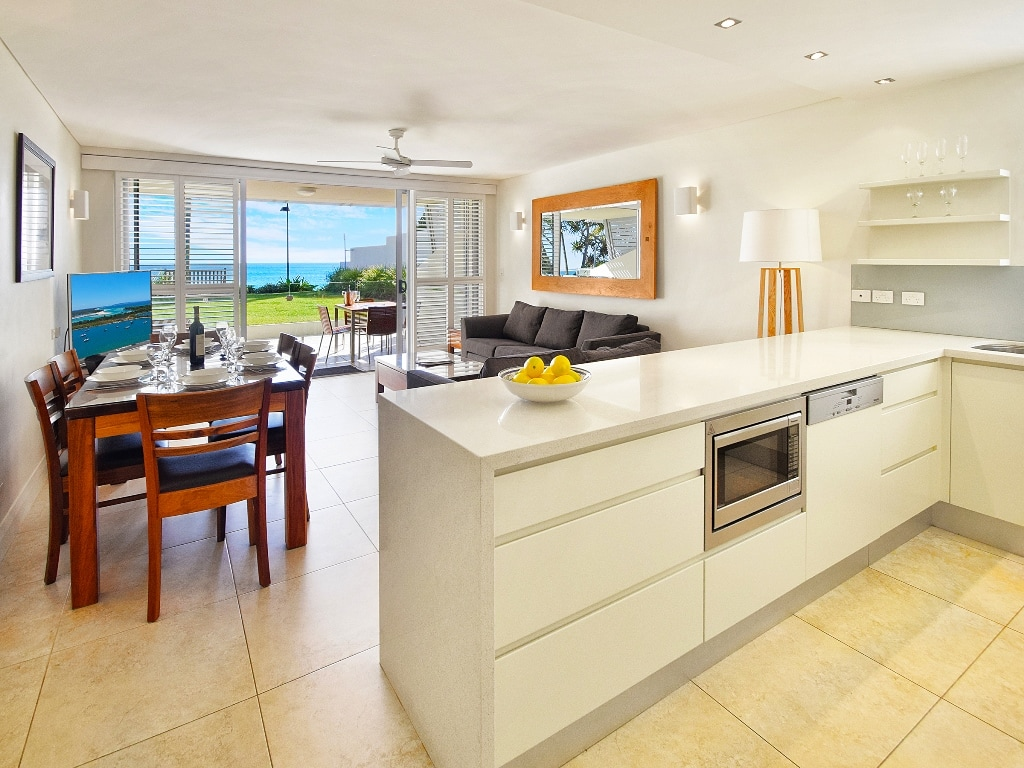 Fairshore Noosa 18 - Kitchen Living